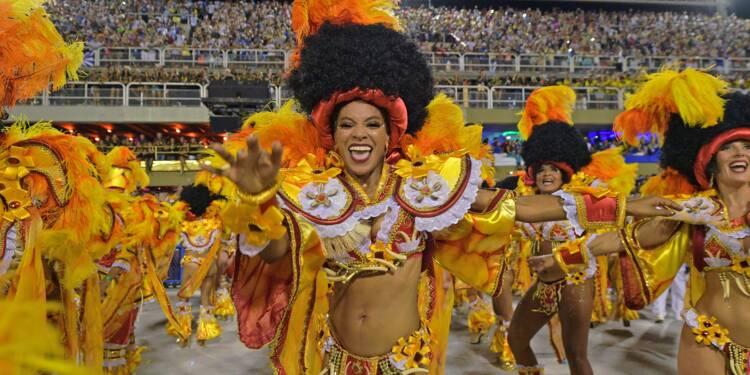 Carnaval de Rio: les écoles de samba électrisent le sambodrome