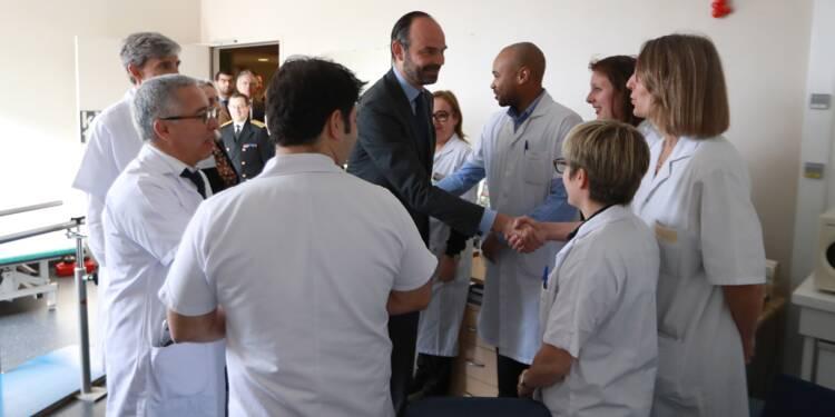 """Le gouvernement promet une réforme """"globale"""" pour soigner le système de santé"""