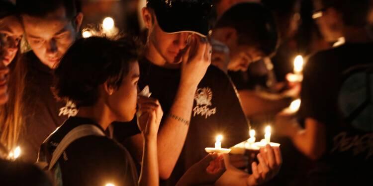 Après la tuerie en Floride, l'émotion et les questions