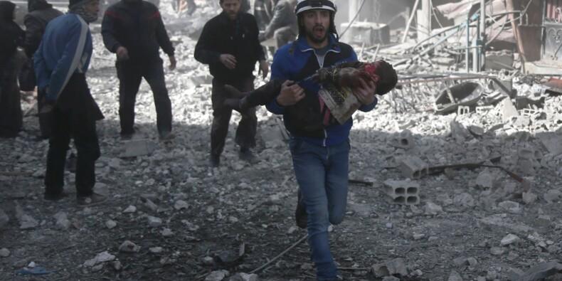 Carnage dans un fief rebelle en Syrie, près de 80 morts dans des raids du régime
