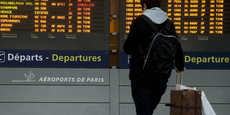 """Les salariés d'Air France réclament leur """"part du gâteau"""", des avions cloués au sol"""