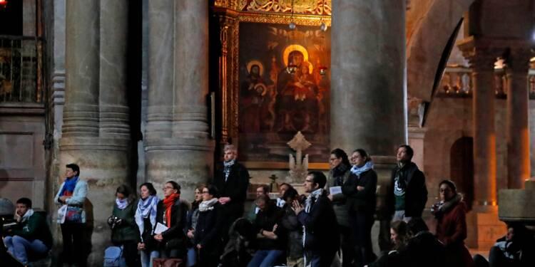 Pèlerins et touristes franchissent à nouveau le seuil du Saint-Sépulcre