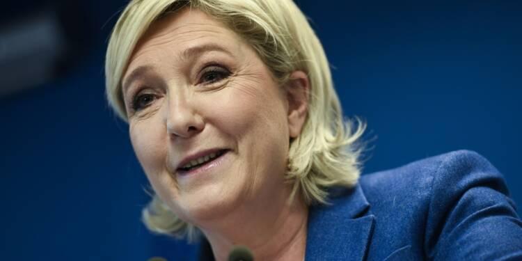 """Le FN vers un nouveau nom pour sortir du """"trou d'air"""" de la présidentielle"""