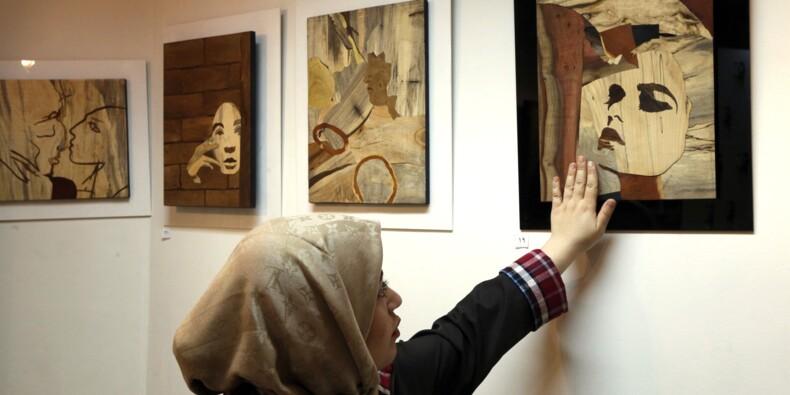 En Iran, des victimes d'attaques à l'acide retrouvent une identité dans l'art