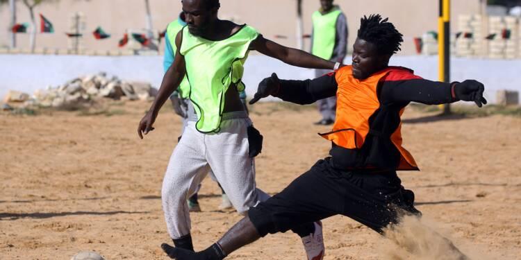 """En Libye, un """"choc de Lions"""" dans un camp de migrants"""