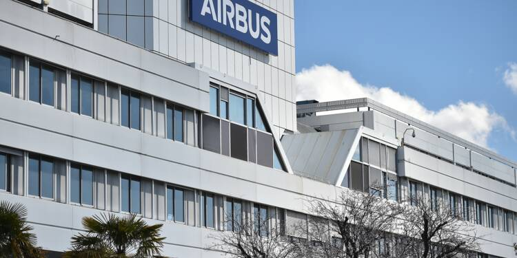 "Airbus: la baisse des cadences de production ""affectera"" au maximum 3.700 postes, annonce la direction"