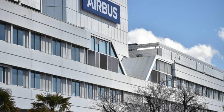 """Airbus: la baisse des cadences de production """"affectera"""" au maximum 3.700 postes, annonce la direction"""