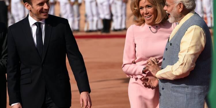 """Macron en Inde pour """"sceller un pacte fort"""" avec New Delhi"""