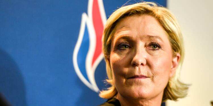 A Lille, Marine Le Pen veut relancer son avenir en changeant de Front
