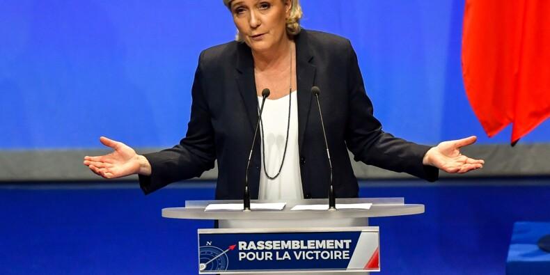 """Le Front national change de nom sans changer de ligne, """"à droite toute"""""""