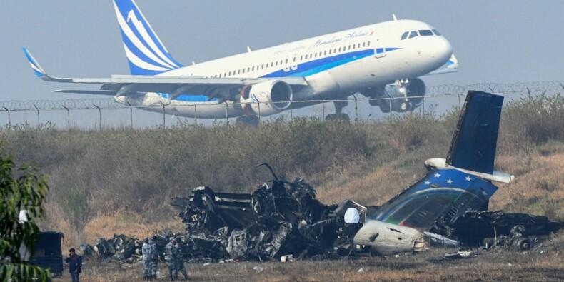Crash d'avion au Népal: les communications radio au cœur de l'enquête