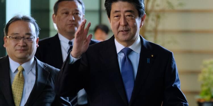 Japon: la pression monte sur Shinzo Abe, en plein scandale
