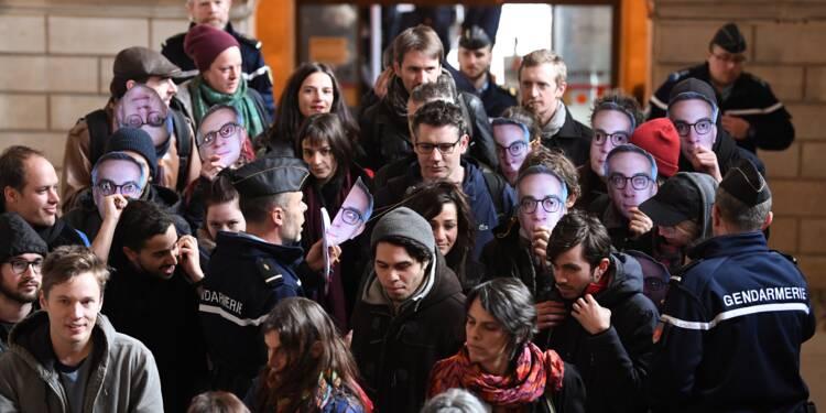 """Sabotage d'une ligne SNCF: le procès du """"groupe de Tarnac"""" s'ouvre à Paris"""