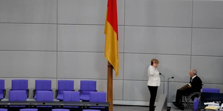Courte majorité pour Merkel au début d'un mandat semé d'embûches