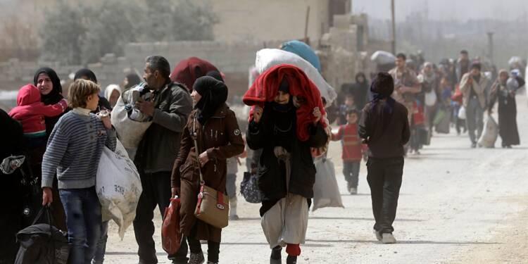 Syrie: les civils fuient par milliers le fief rebelle dans la Ghouta