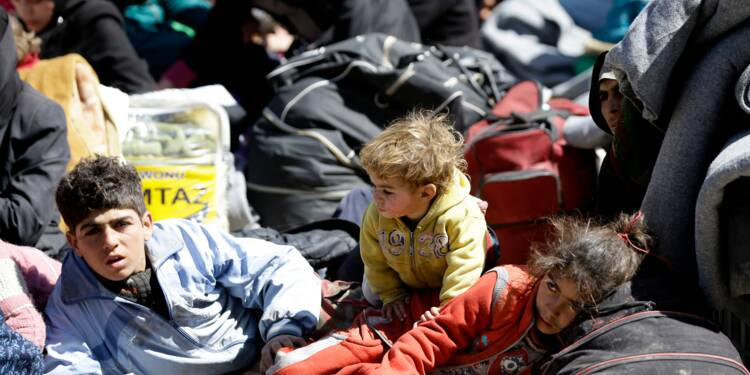 Syrie: les civils quittent la Ghouta, des dizaines tués par des frappes