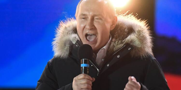Fort d'un raz de marée dans les urnes, Poutine reste au Kremlin jusqu'en 2024