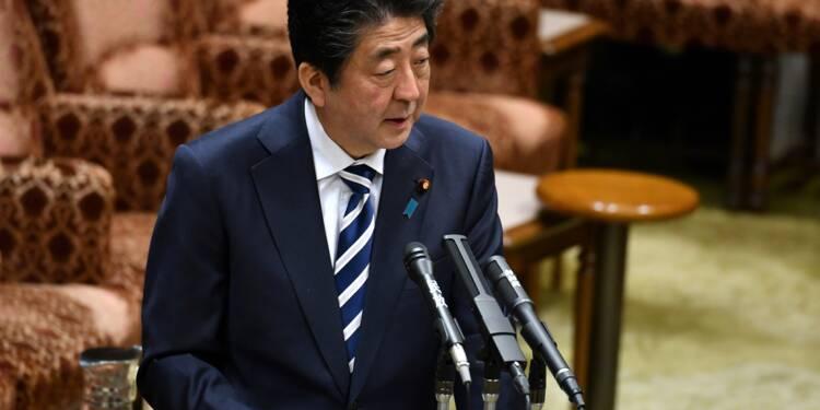 Japon: le Premier ministre Abe se défend dans un scandale de favoritisme