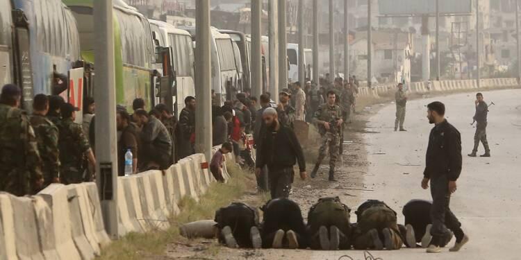Syrie : première évacuation de rebelles dans la Ghouta, où les bombardements continuent