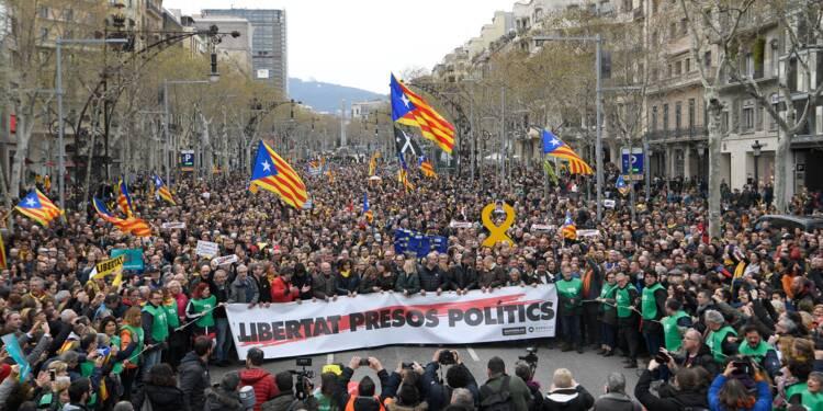 Manifestation houleuse à Barcelone après l'arrestation de Puigdemont
