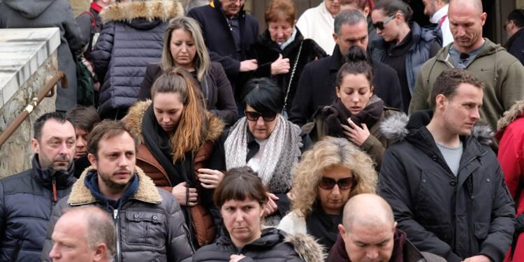 """France: hommage aux victimes et à un """"héros"""" deux jours après une attaque jihadiste"""