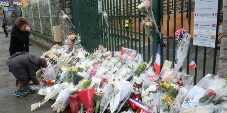 """""""Toute la France est malheureuse"""": hommages aux victimes des attaques de l'Aude"""