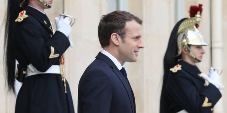 """Macron appelle les industriels à """"relocaliser"""" et embaucher des apprentis"""