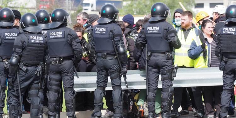 Espagne: coupures de route en Catalogne contre la détention de Puigdemont