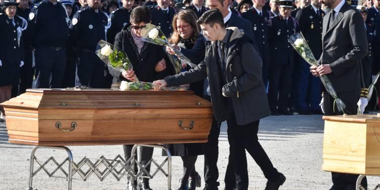 Attentats de l'Aude: émotion et recueillement pour les adieux aux victimes
