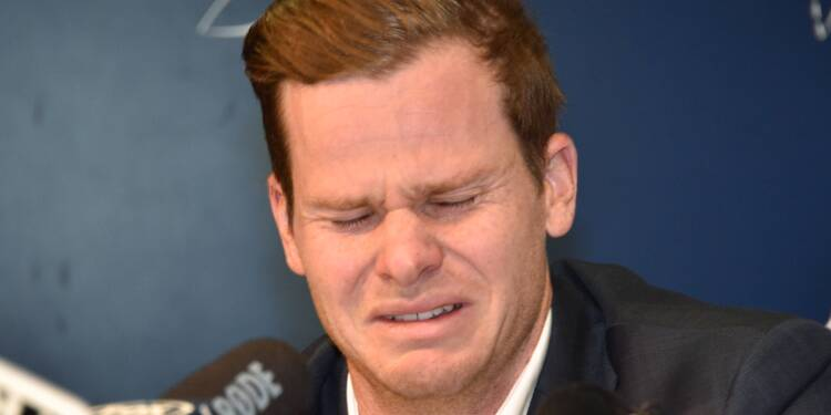 """Cricket: en larmes, le capitaine australien assume """"l'entière responsabilité"""" du scandale"""