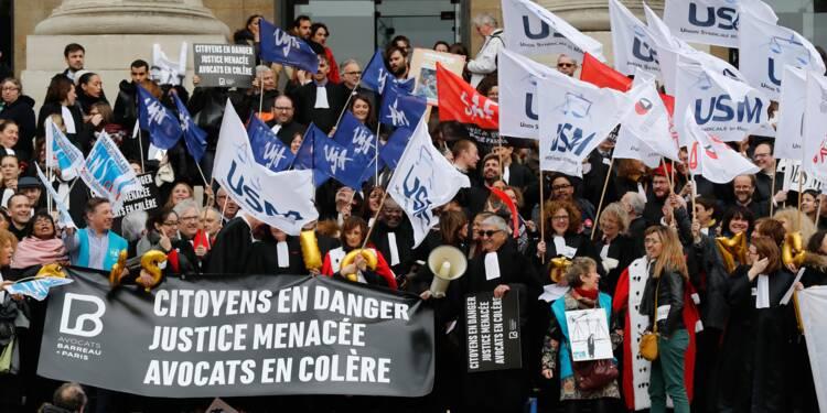 """Audiences renvoyées et rassemblements: """"Journée morte"""" dans la justice"""