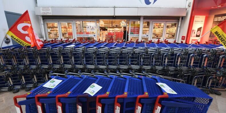 A Marseille, hypermarché fermé et salariés déterminés à faire plier Carrefour