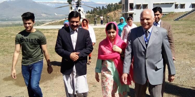 """""""Rêve accompli"""" : la jeune lauréate du Nobel Malala de retour à Swat, cinq ans après un attentat"""
