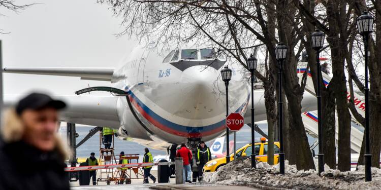 Arrivée à Moscou d'un premier avion de diplomates russes expulsés des Etats-Unis