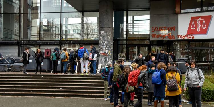 Universités: la grogne monte mais les examens auront lieu, assure Philippe