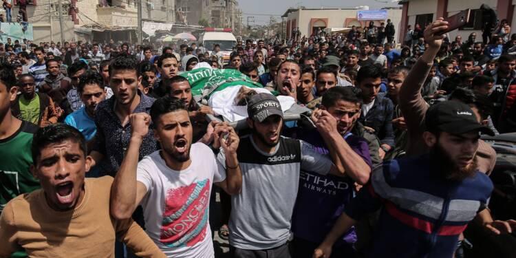 Obsèques à Gaza de Palestiniens dont un reporter tués à la frontière avec Israël