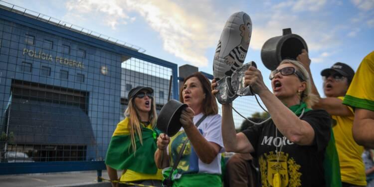 Premier jour de prison pour Lula, qui espère une sortie rapide