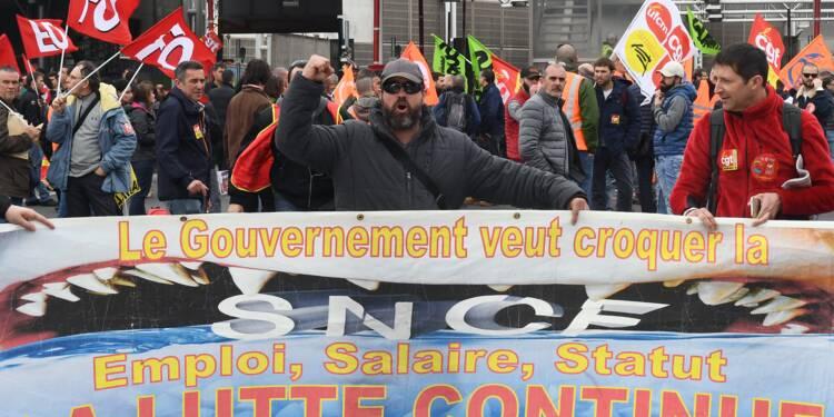 """SNCF: coup d'envoi du débat à l'Assemblée, reprise """"progressive"""" du trafic mardi"""