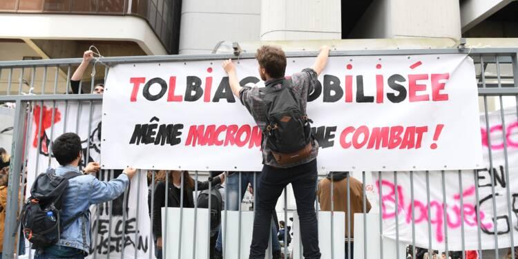 """Universités: Macron dénonce """"une manipulation"""""""