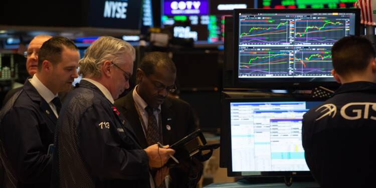 Wall Street termine en baisse, lestée notamment par Apple