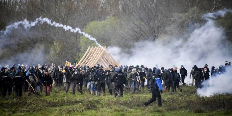 """Notre-Dame-des-Landes: pour Macron, la """"colère"""" des opposants n'est """"pas légitime"""""""
