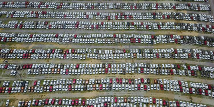 Chine: plongeon en Bourse des titres automobiles après un geste d'ouverture du marché par Pékin