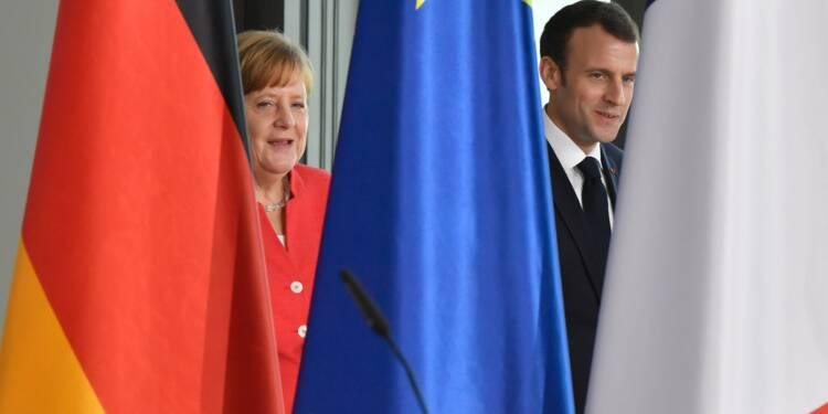 """Macron insiste auprès de Merkel sur la """"solidarité"""" en zone euro"""