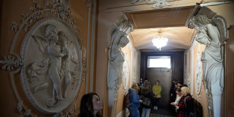 A Saint-Pétersbourg, les entrées d'immeuble d'époque font la joie des curieux