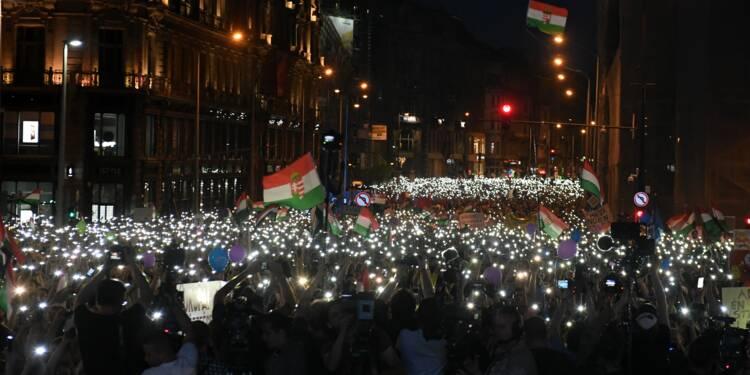 Des dizaines de milliers de Hongrois défilent à nouveau contre Orban