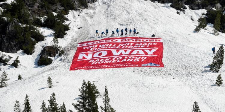 Des militants d'extrême droite bloquent un col des Alpes, lieu de passage de migrants