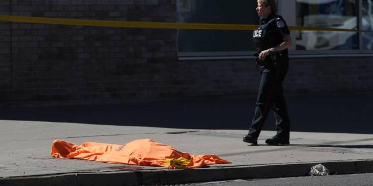 Une camionnette fonce sur la foule à Toronto, 9 morts et 16 blessés