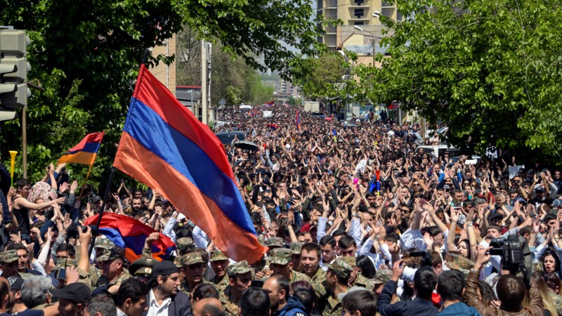 Arménie: après le triomphe populaire, un nouveau gouvernement à trouver