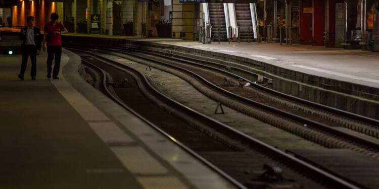 Grève SNCF, Air France: grève et perturbations se poursuivent mardi