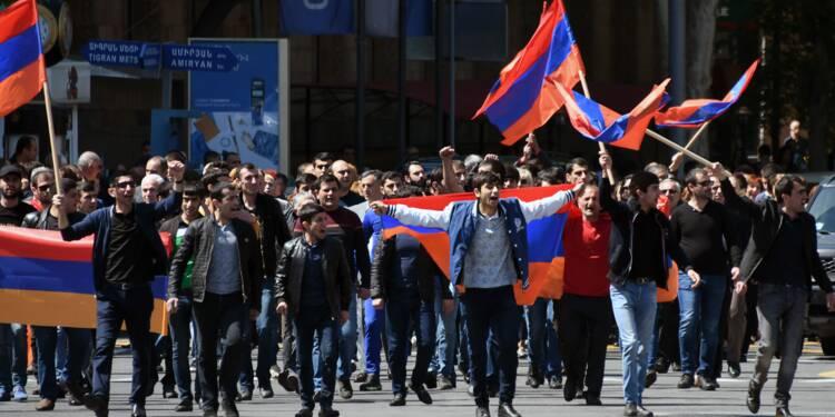 """""""Je ne peux rien acheter"""": des habitants d'Erevan crient misère"""